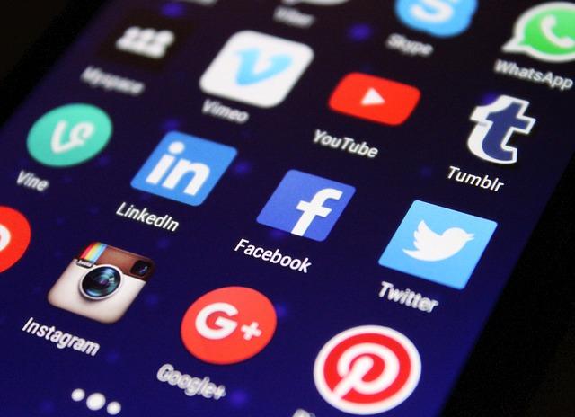 redes sociales universidad de la imagen